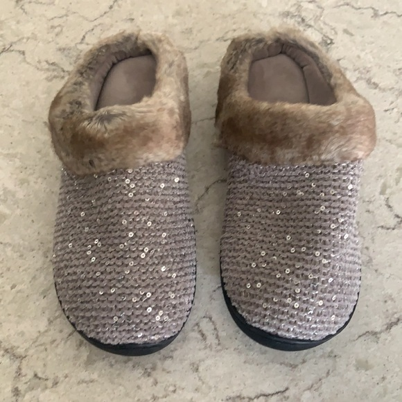 Isotoner slippers 8.5-9 Sequined, Faux mink trim
